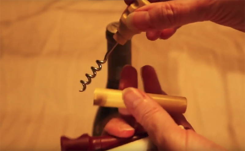 How to Use a Self-Contained Travel Wine Corkscrew - WineIntro