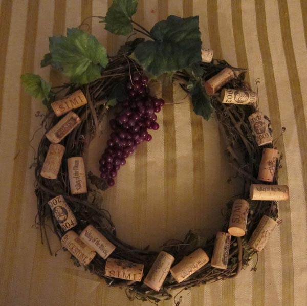 Wreath wine themed on pinterest cork wreath wine cork for Crafts to do with corks